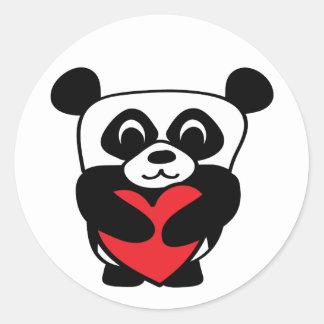 Panda del muchacho con el corazón rojo grande pegatinas redondas