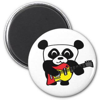 Panda del muchacho con la guitarra eléctrica imán redondo 5 cm