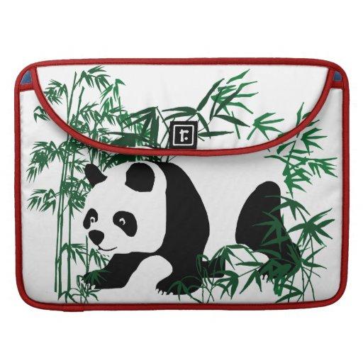 Panda en el bosque de bambú funda macbook pro