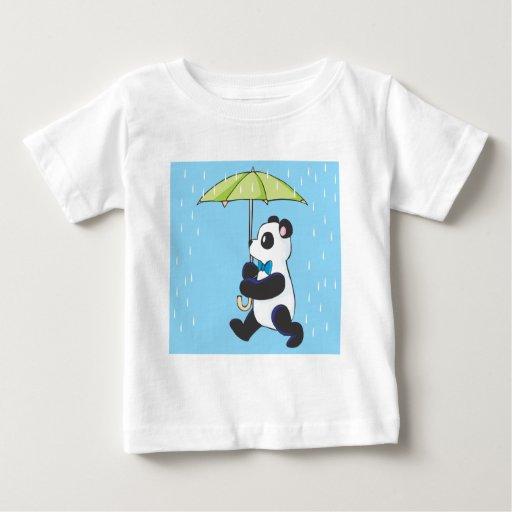 Panda en la lluvia playera