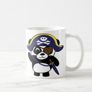 Panda en traje del pirata de los azules marinos taza de café