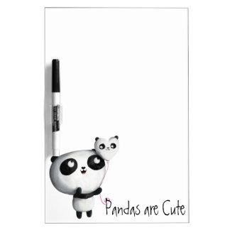 Panda linda con el globo pizarra