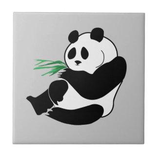 Panda linda con la teja verde de Trivet de los bro