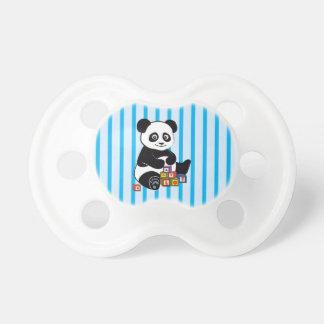 Panda linda con los bloques del juguete chupete