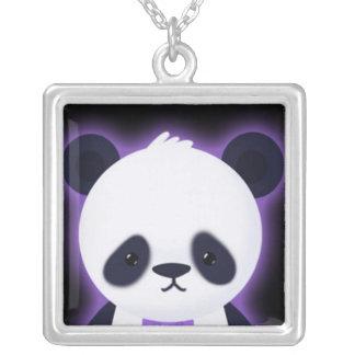 Panda linda con resplandor púrpura colgante cuadrado