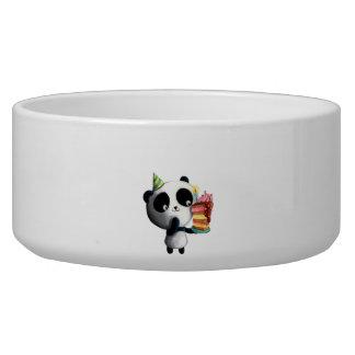 Panda linda del cumpleaños con la torta bol para perro