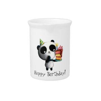 Panda linda del cumpleaños con la torta jarras de beber