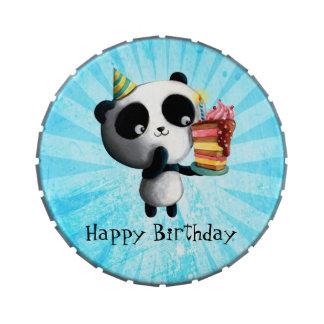 Panda linda del cumpleaños con la torta frascos de caramelos