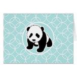 Panda linda en círculos de los azules cielos felicitaciones