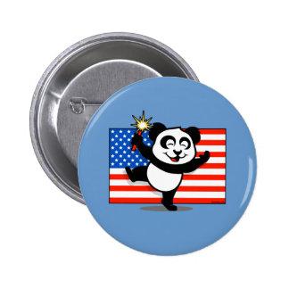 Panda patriótica con la bandera americana pin redondo de 2 pulgadas