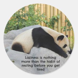 Panda perezosa linda del día pegatina redonda