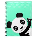 Panda que agita cuadernos
