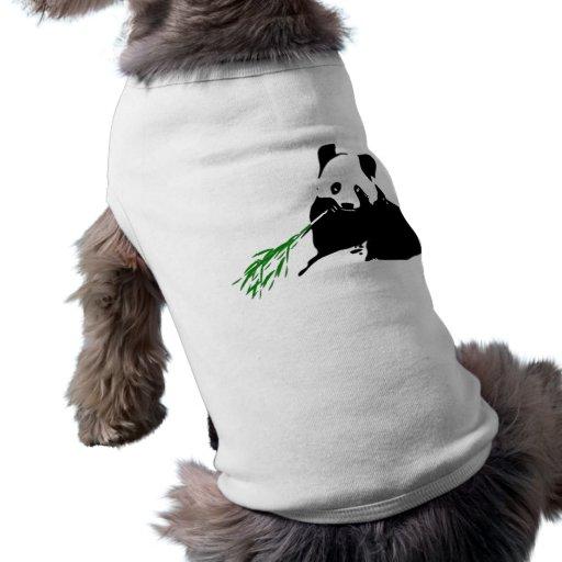 Panda que come el bambú camiseta de perro
