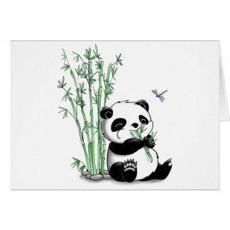 Panda que come el bambú (con el fondo adaptable) felicitación
