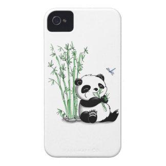 Panda que come el bambú iPhone 4 Case-Mate cobertura