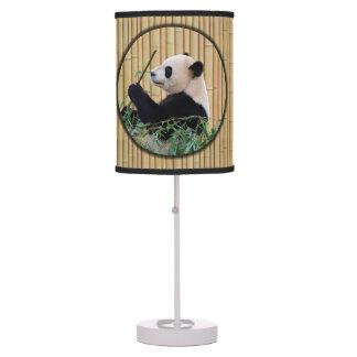 Panda que come el bambú lámpara de mesa