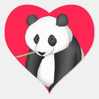 Panda que come el bambú pegatina en forma de corazón