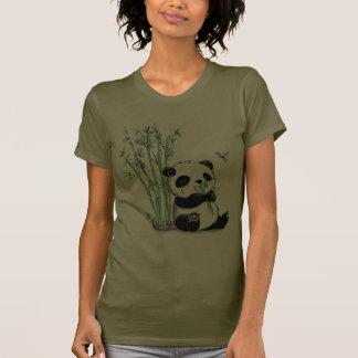 Panda que come el bambú camisetas