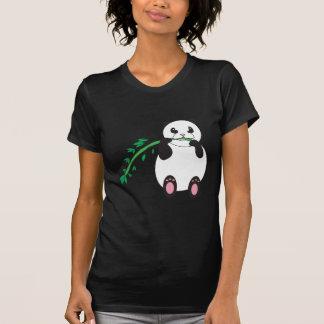 Panda que come la camisa de bambú