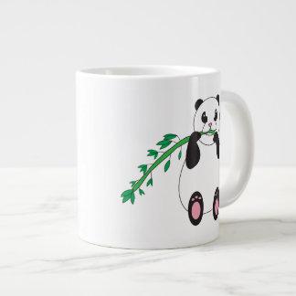 Panda que come la taza de bambú taza grande