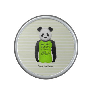 Panda que lleva una camiseta amonestadora altavoz