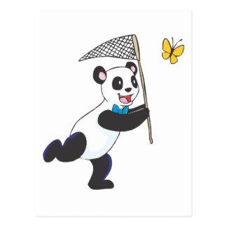 Panda que persigue la mariposa postal