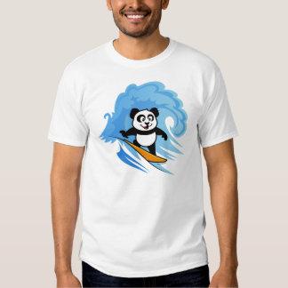 Panda que practica surf linda remera