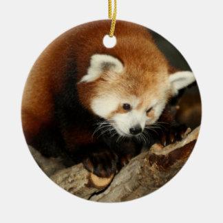 Panda roja adorno navideño redondo de cerámica