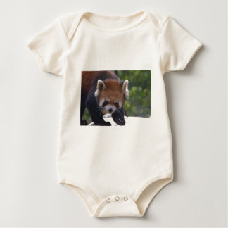 Panda roja de vagabundeo mameluco de bebé