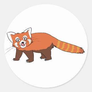 Panda roja del dibujo animado lindo que pega hacia pegatina redonda