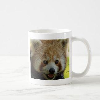 Panda roja taza básica blanca