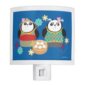 Pandas con las bolas de masa hervida lámpara de noche