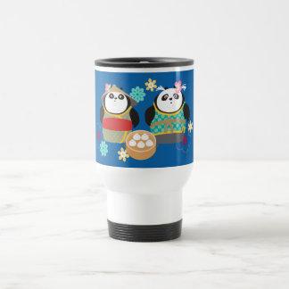 Pandas con las bolas de masa hervida taza de viaje