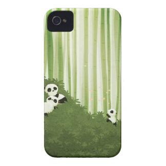 Pandas de Nidhi Chanani iPhone 4 Case-Mate Cárcasas