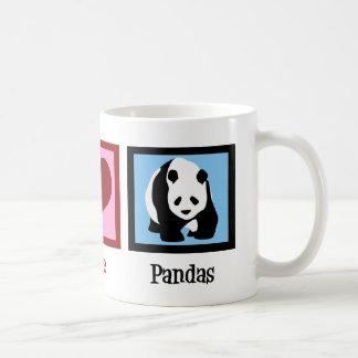 Pandas del amor de la paz taza básica blanca
