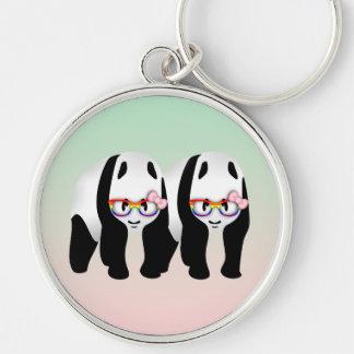 Pandas lesbianas del orgullo que llevan los llavero redondo plateado