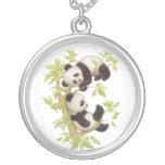 Pandas que juegan en un árbol joyerias personalizadas