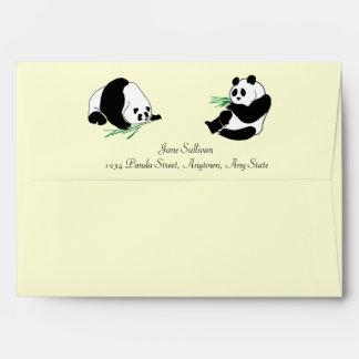 Pandas y bambú en un sobre