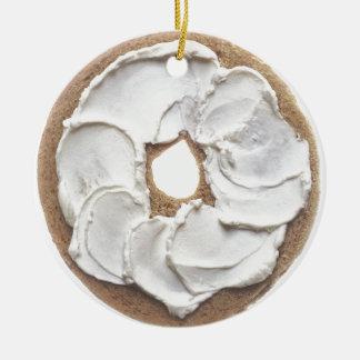 Panecillo con el queso cremoso adorno navideño redondo de cerámica