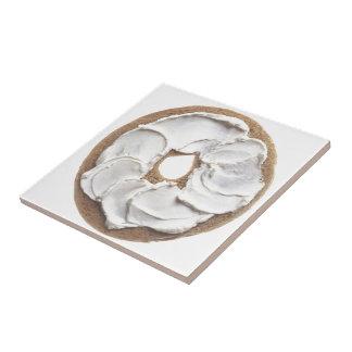 Panecillo con el queso cremoso azulejo cuadrado pequeño