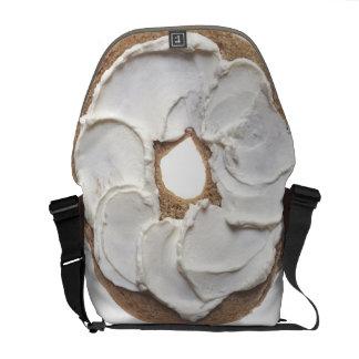 Panecillo con el queso cremoso bolsas messenger