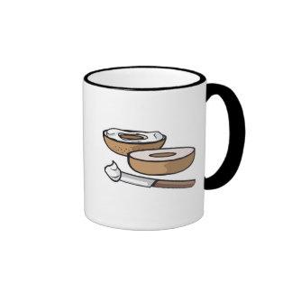 panecillo y queso cremoso taza de café