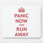 Pánico ahora y funcionamiento lejos alfombrilla de ratones