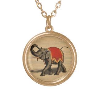 Paño del elefante indio w/Red Collar Dorado