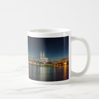 Panorama de Colonia Alemania de la catedral Taza Básica Blanca
