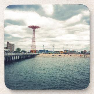 Panorama de la playa de Coney Island Posavasos De Bebida