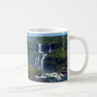 Panorama de las cascadas de Iguazu del Brasil Taza De Café