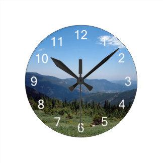 Panorama de las montañas rocosas de Colorado Reloj Redondo Mediano
