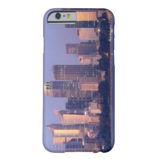 Panorama del horizonte de Sydney en la puesta del Funda Para iPhone 6 Barely There
