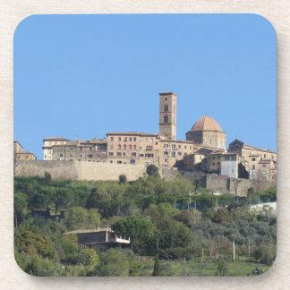 Panorama del pueblo de Volterra. Toscana, Italia Posavaso